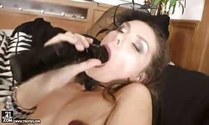 Michell cravings to be the most easy and sleezy whore and desires to open up her anus