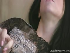 Sexy girl decides to play with her beaver