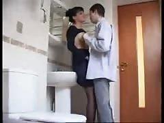 Schneller Fick auf der Toilette